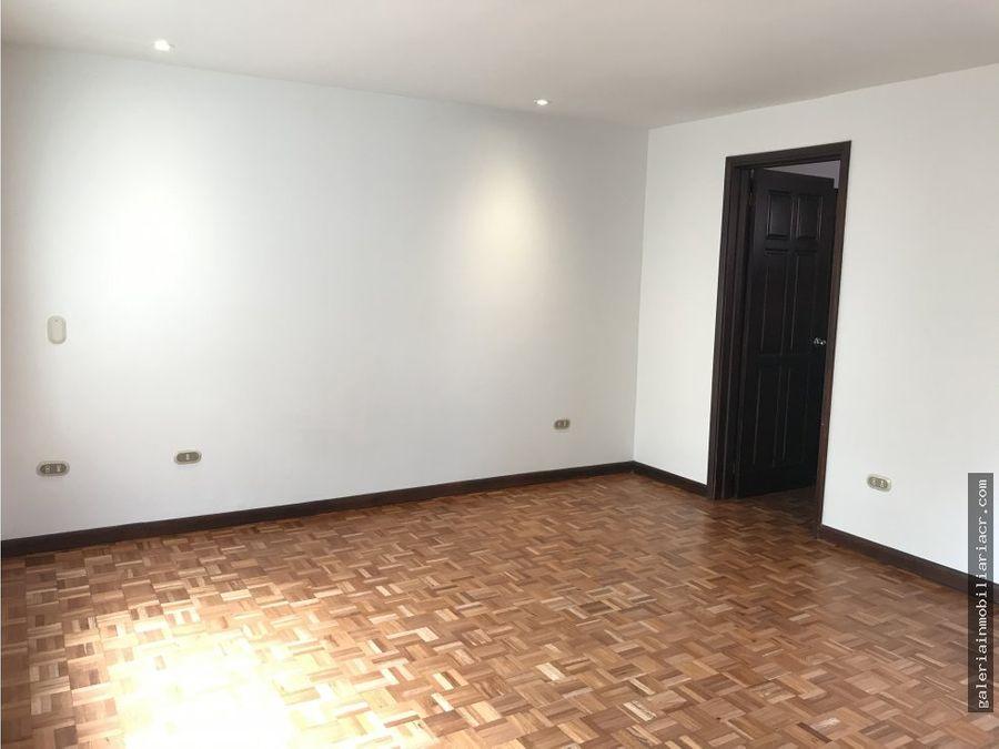 amplia casa en condominio por country club