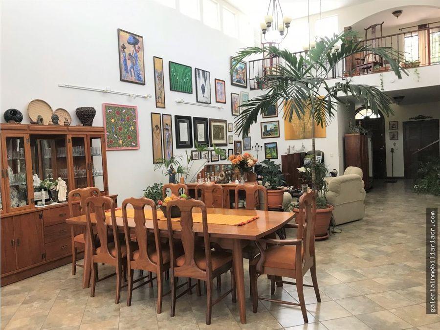 elegante casa con amplias areas