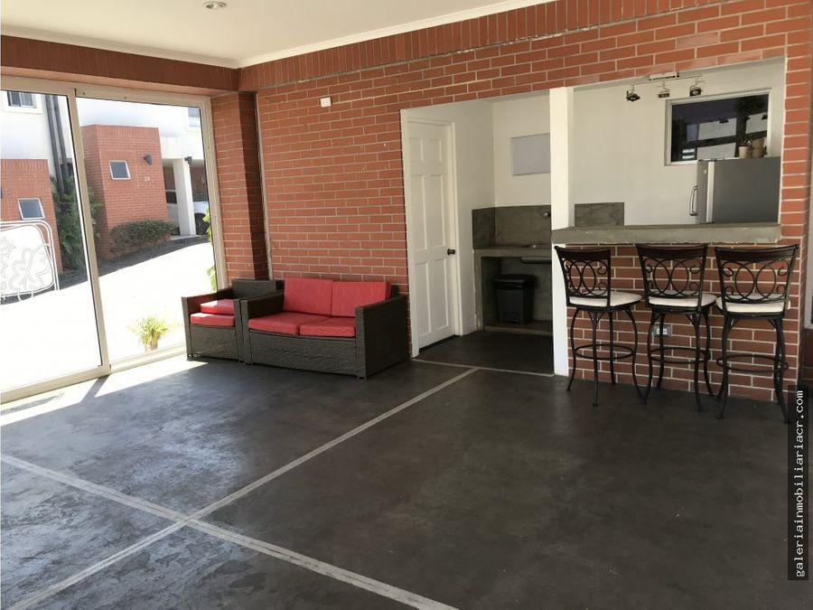 calida casa en condominio por distrito cuatro