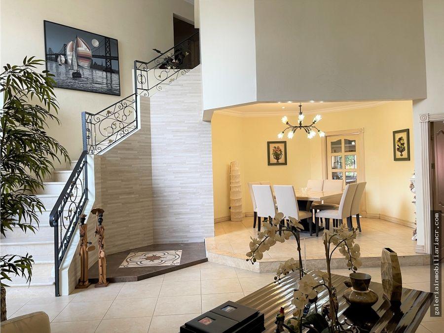 hermosa casa independiente con seguridad