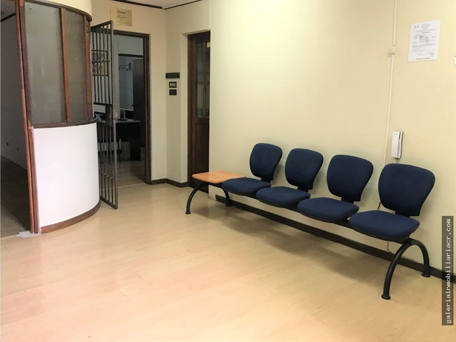 consultorio en clinica de medicina interna paseo colon