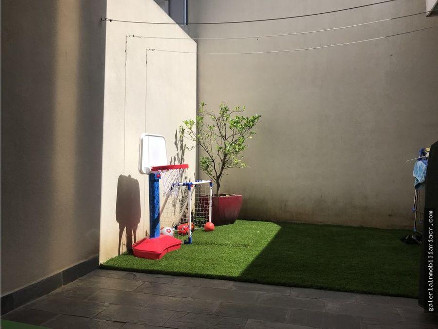 preciosa casa en moderno condominio