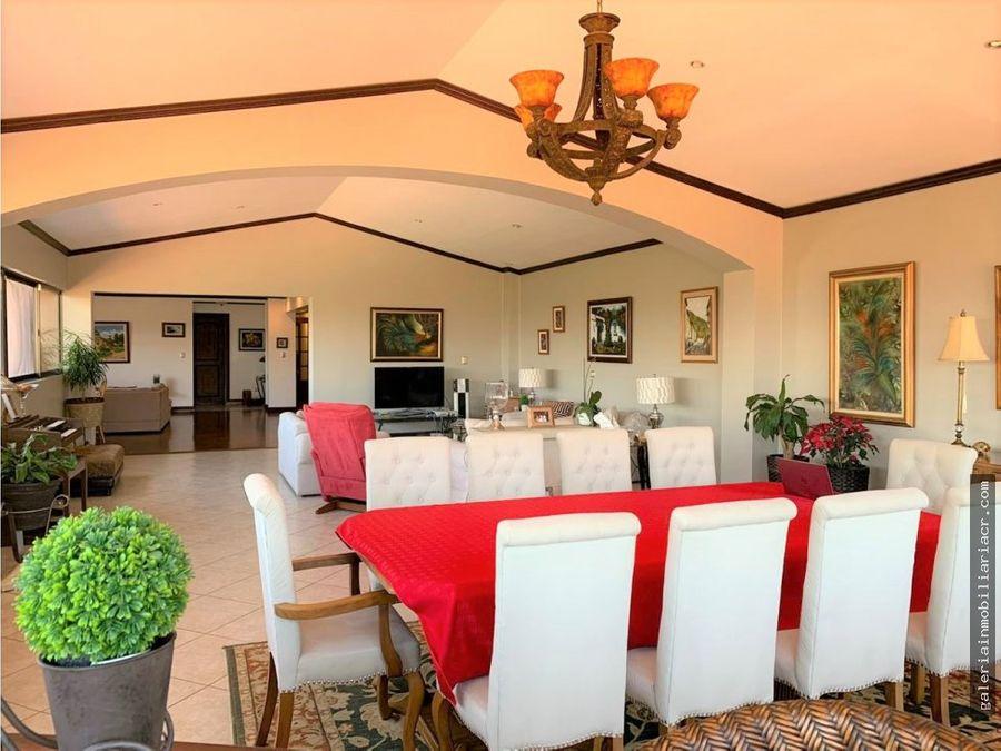 preciosa casa de un nivel con linea blanca incluida