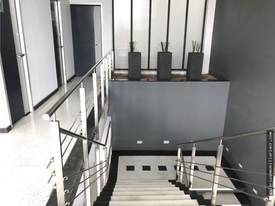 oficina con mezzanine en plaza obelisco