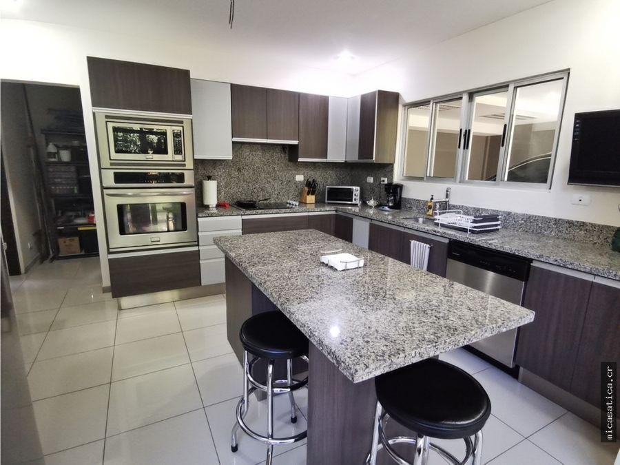 venta de casa brasil de mora 3 habitaciones precio negociable