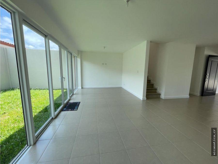alquiler de linda casa con excelentes acabados