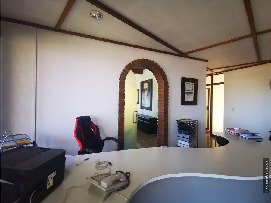 alquiler de amplia oficina ideal para bufete de abogados o clinica