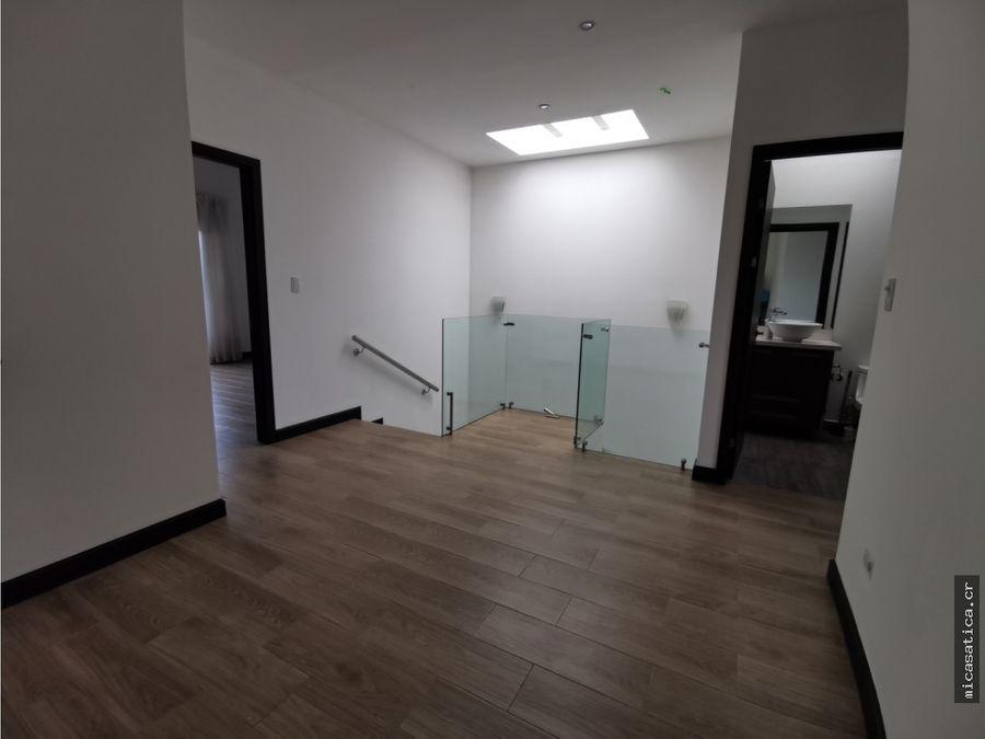 alquiler de linda y moderna casa condominio en santa ana usd 1350