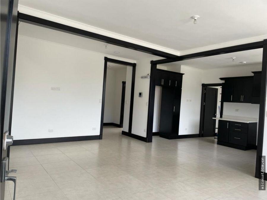 alquiler de apartamento de 2 dormitorios en 1era planta en santa ana