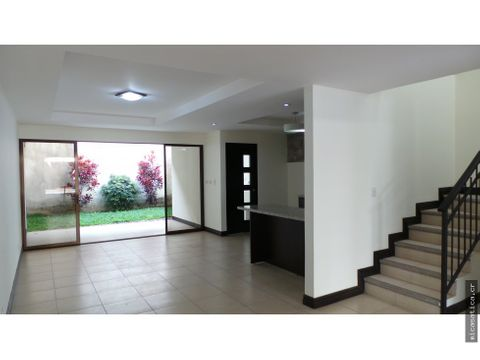 alquiler casa contemporanea 3 habitaciones 25 banos jardin