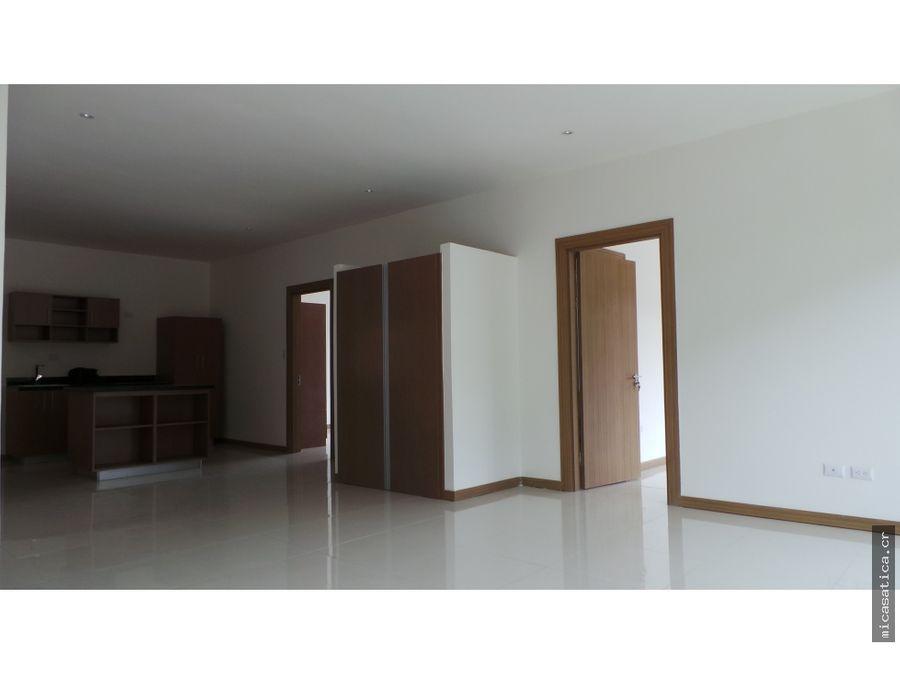venta de apartamento en piedades de santa ana con linea blanca