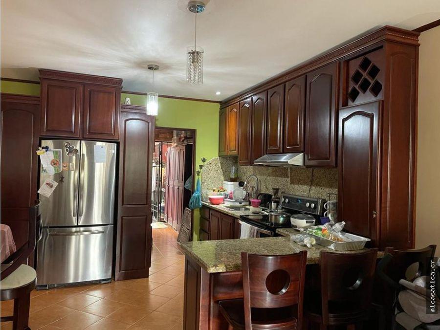 venta de comoda casa dentro de residencial en desamparados
