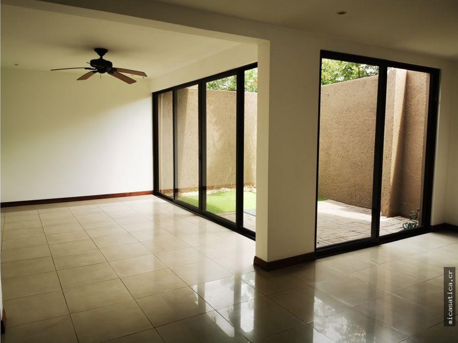 alquiler de linda casa condominio en santa ana