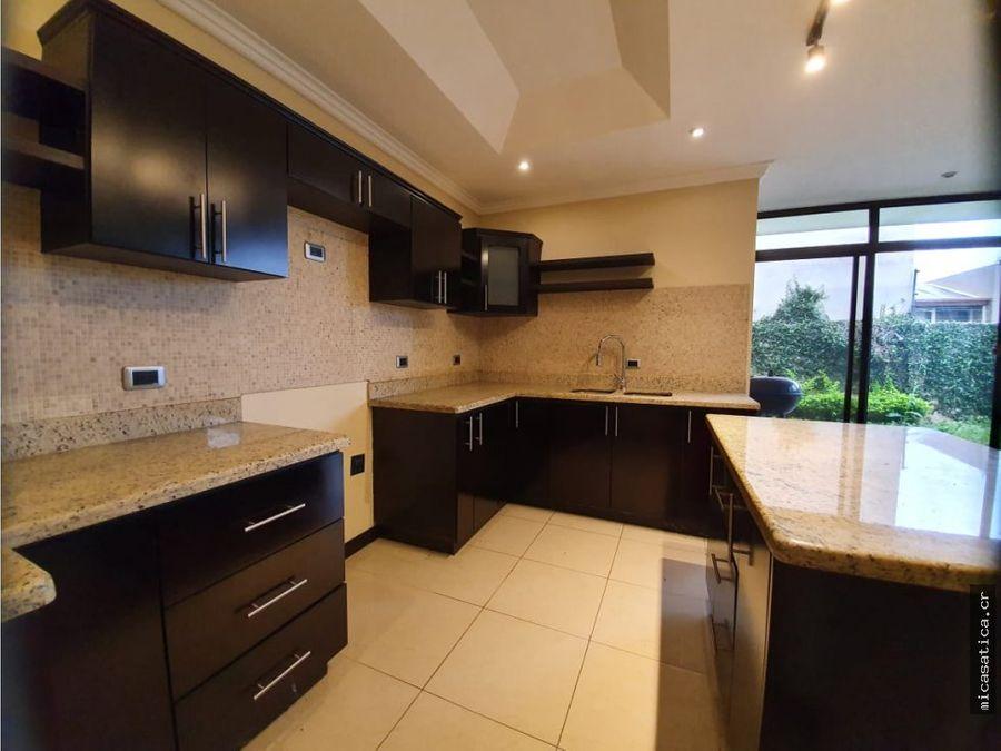 venta de casa en santa ana precio de oportunidad 3 habitaciones