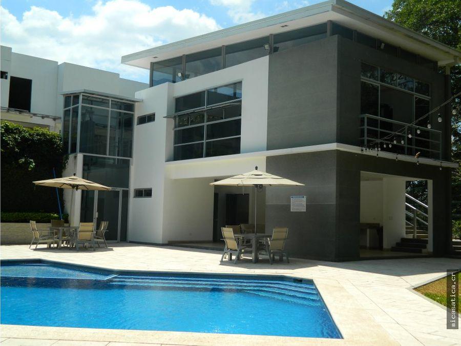 alquiler de casa en condominio piamonte en brasil de santa ana
