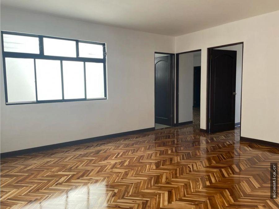 se vende linda casa en residencial en escazu