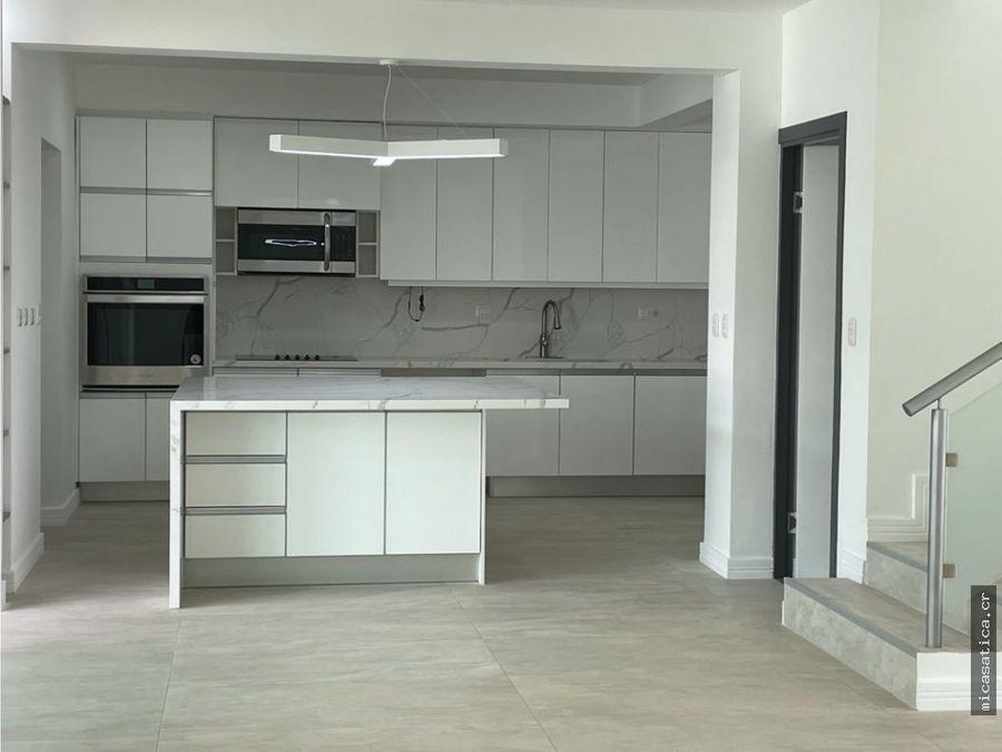 venta de casa llena del factor wow condominio en santa ana