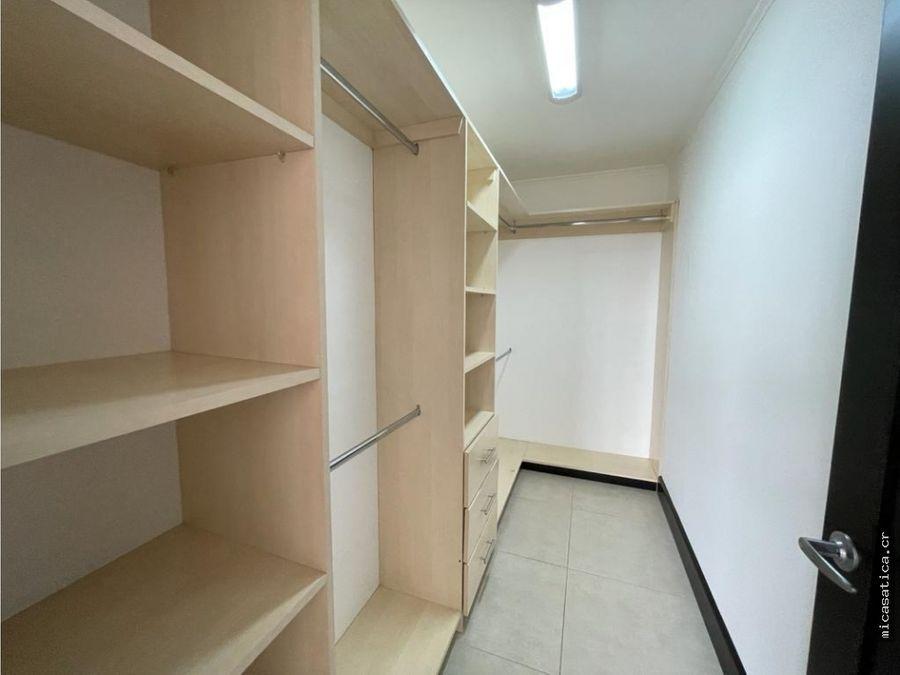 alquiler de lindo amplio y nuevo apartamento en santa ana