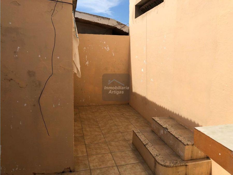 casa 2 dorm con patio paraguay 414
