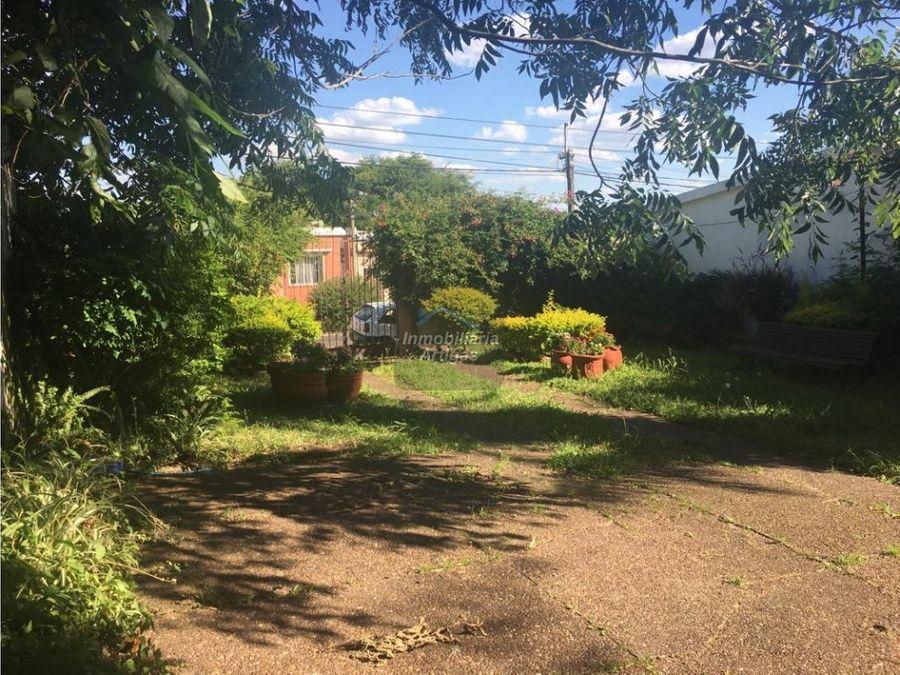 casa centro en m oribe casi gral flores