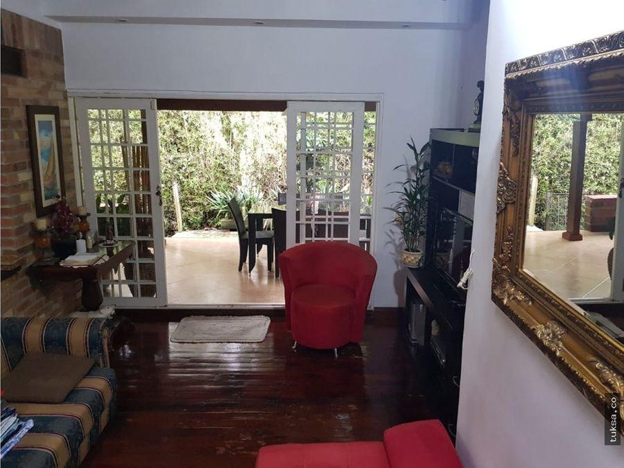 casa a la venta sector loma del esmeraldal