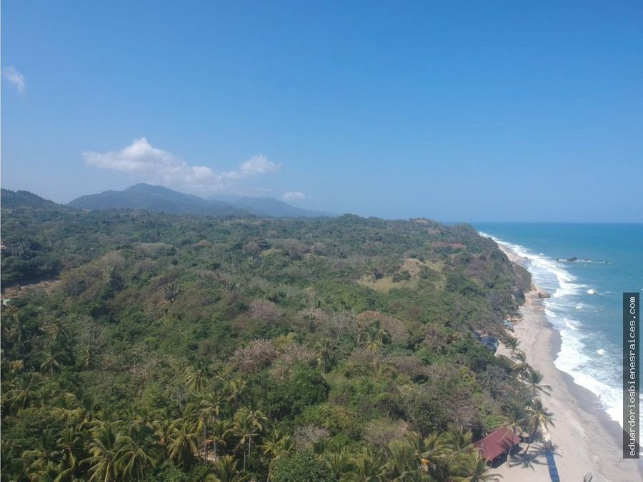 se vende espectacular lote con 104 mtl de playa