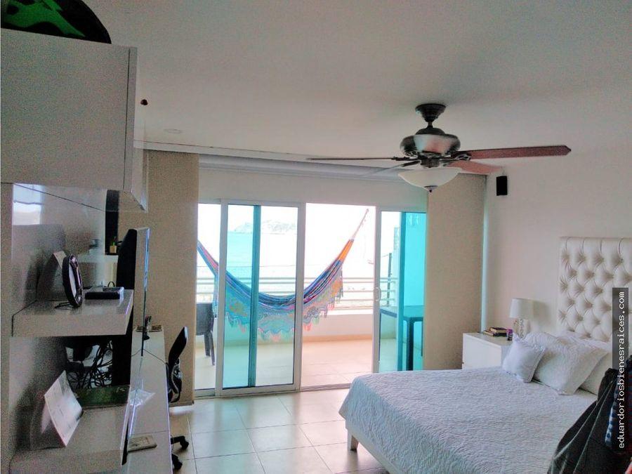 se vende apartamento frente al mar