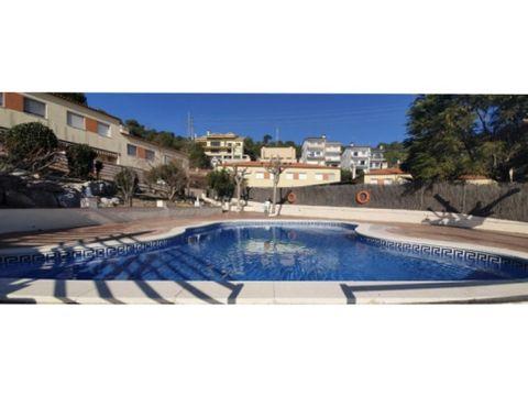 casa en recinto comunitario con piscina