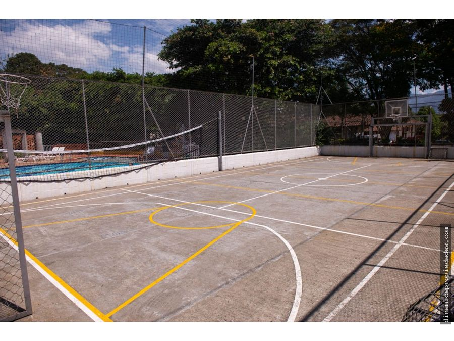 casa unidad cerrada 2 niveles en sector de suramerica