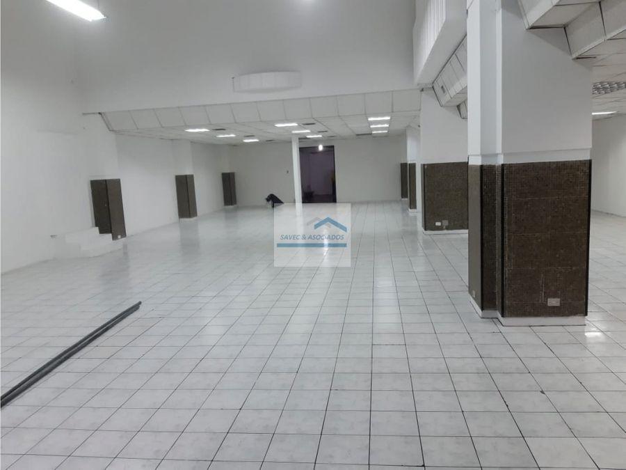 excelente local de renta av 10 de agosto sector el ejido 3800