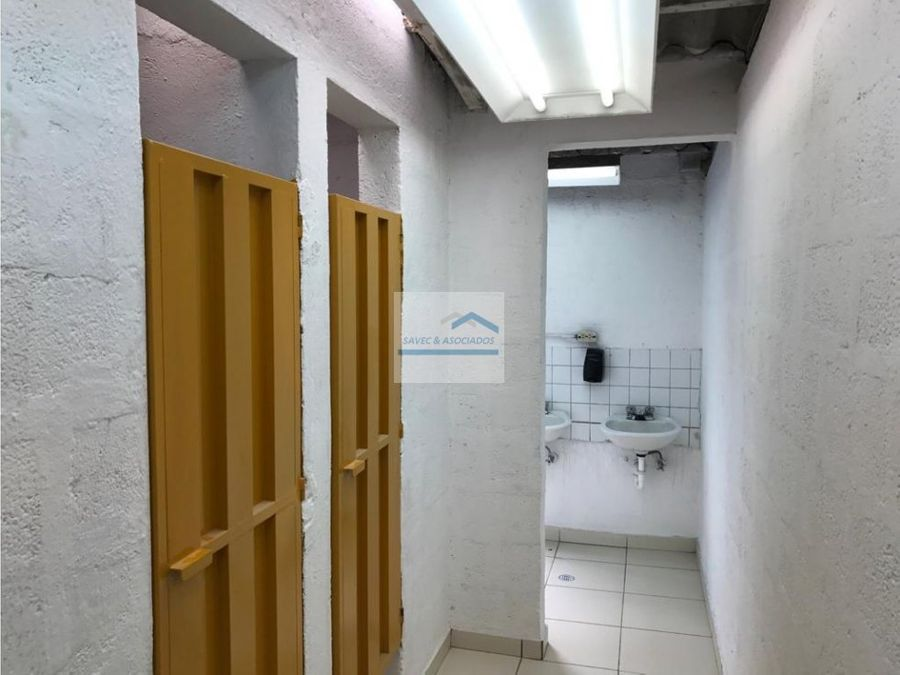 renta bodegas de 510 m2 av eloy alfaro 2300