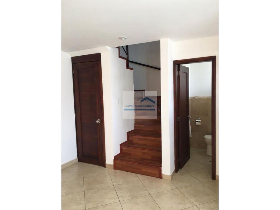 venta casa 3 dorm con patio tumbaco 95000