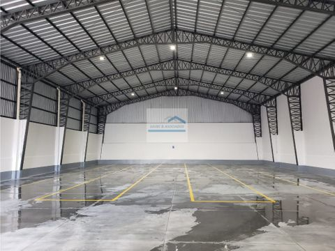 renta bodega 640 m2 zona industrial sangolqui 2800