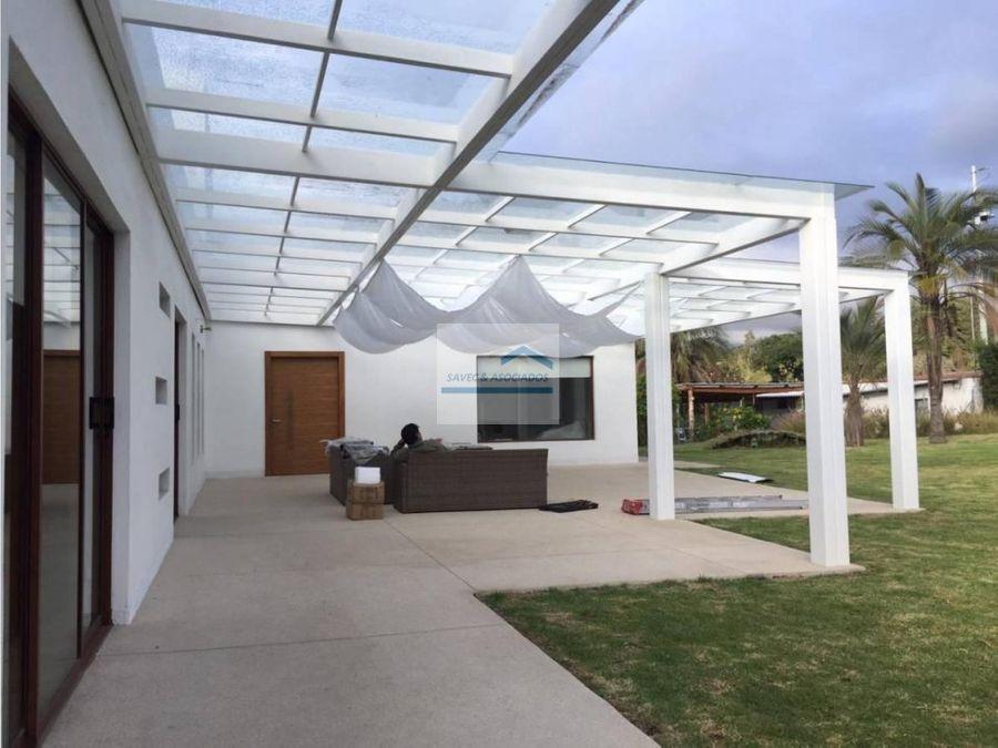 venta hermosa casa con amplio jardin checa