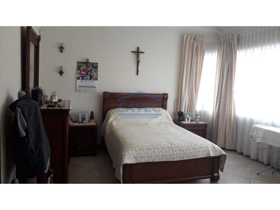 venta de casa independiente cumbaya primavera 450mil negociables