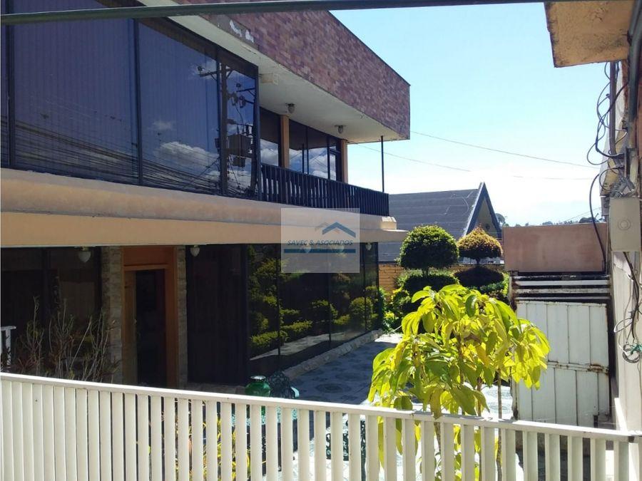 amplia casa en arriendo primavera cumbaya 2500