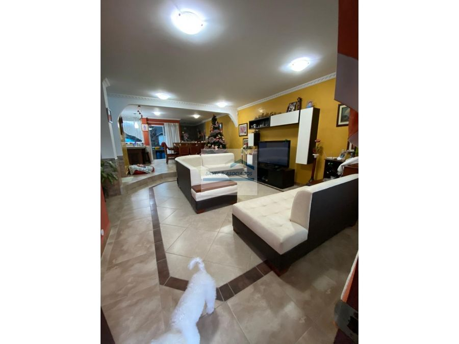 venta casa 4 dormi urb privada conocoto 200000