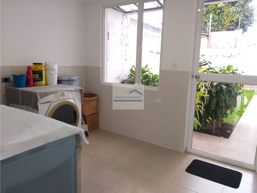 venta casa y 2 departamentos jardin primavera cumbaya 750000