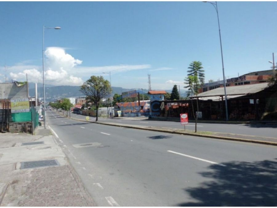 excelente terreno para plaza comercial tumbaco centro 600m2