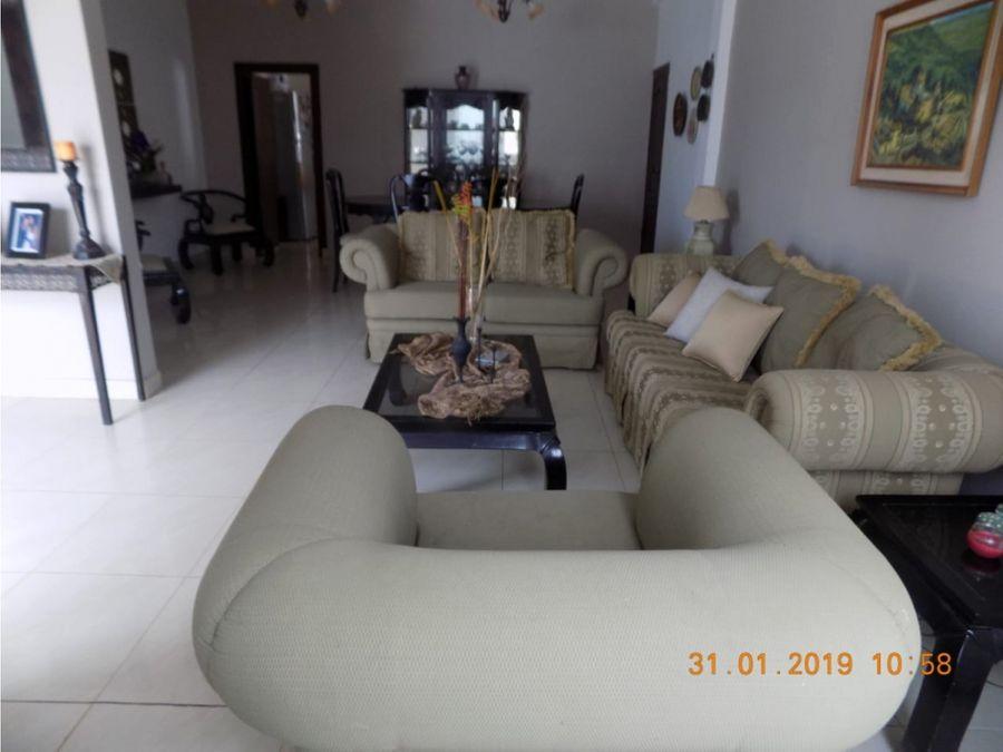 casa de una planta sin muebles en urb manta 2000 manta