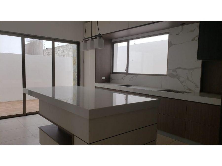 hermosa casa a estrenar en urbanizacion altos de manta beach manta