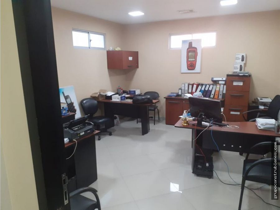 oficina en avenida flavio reyes manta