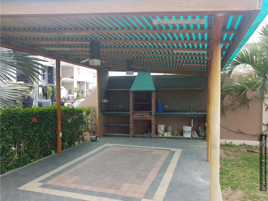 casa en urbanizacion manta beach sur de manta