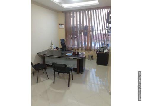 oficina amoblada en avenida flavio reyes manta