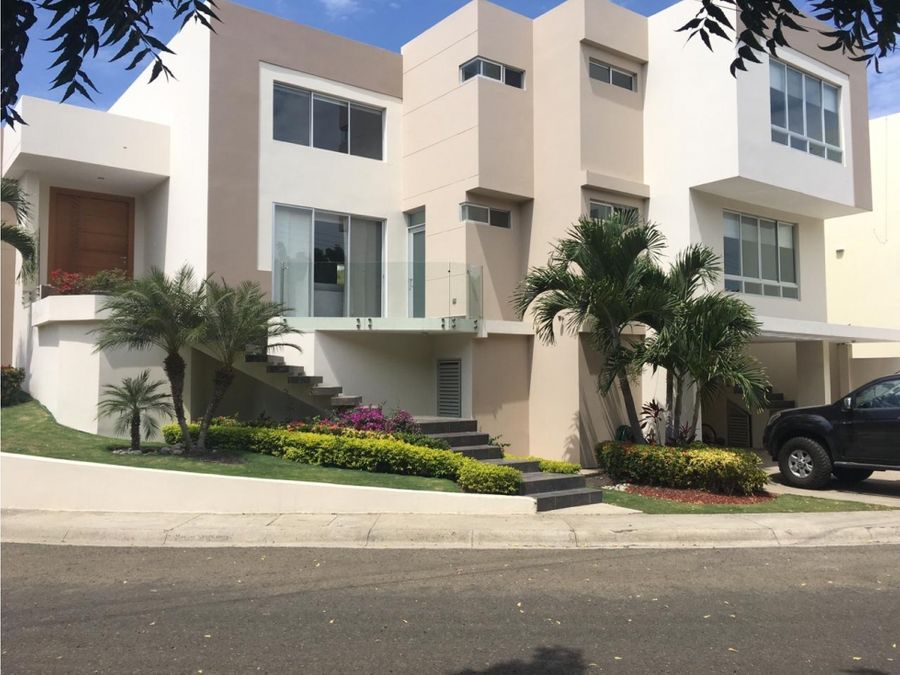 casa super amplia urbanizacion manta beach manta