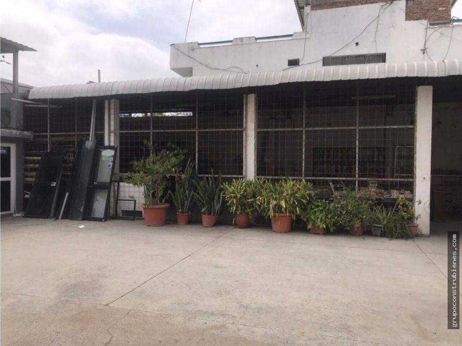 local comercial cerca a terminal terrestre manta