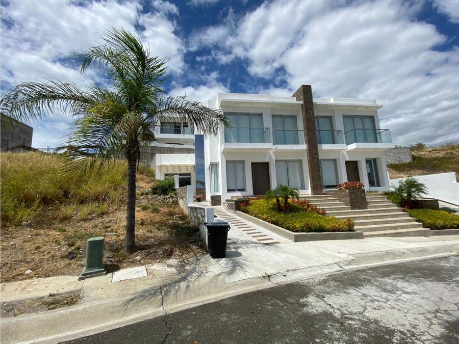 casa con vista al mar en urbanizacion ciudad del mar manta