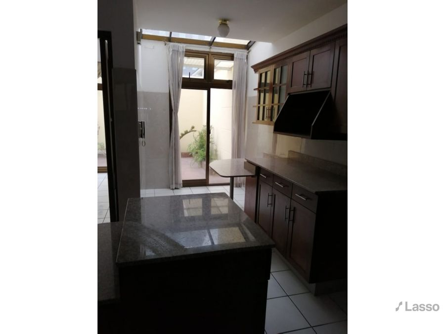 casa en venta zona 10 en condominio 4 parqueos