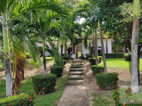 vendo o permuto casa campestre en conjunto cerrado en yaguara huila