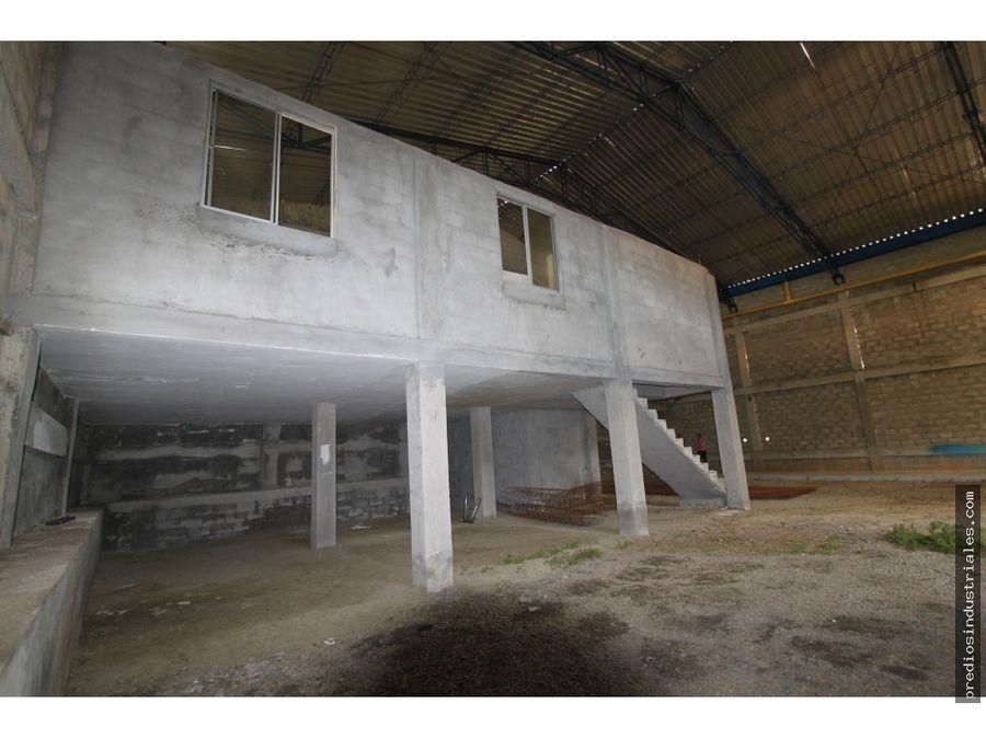 bodega en parque industrial guarne